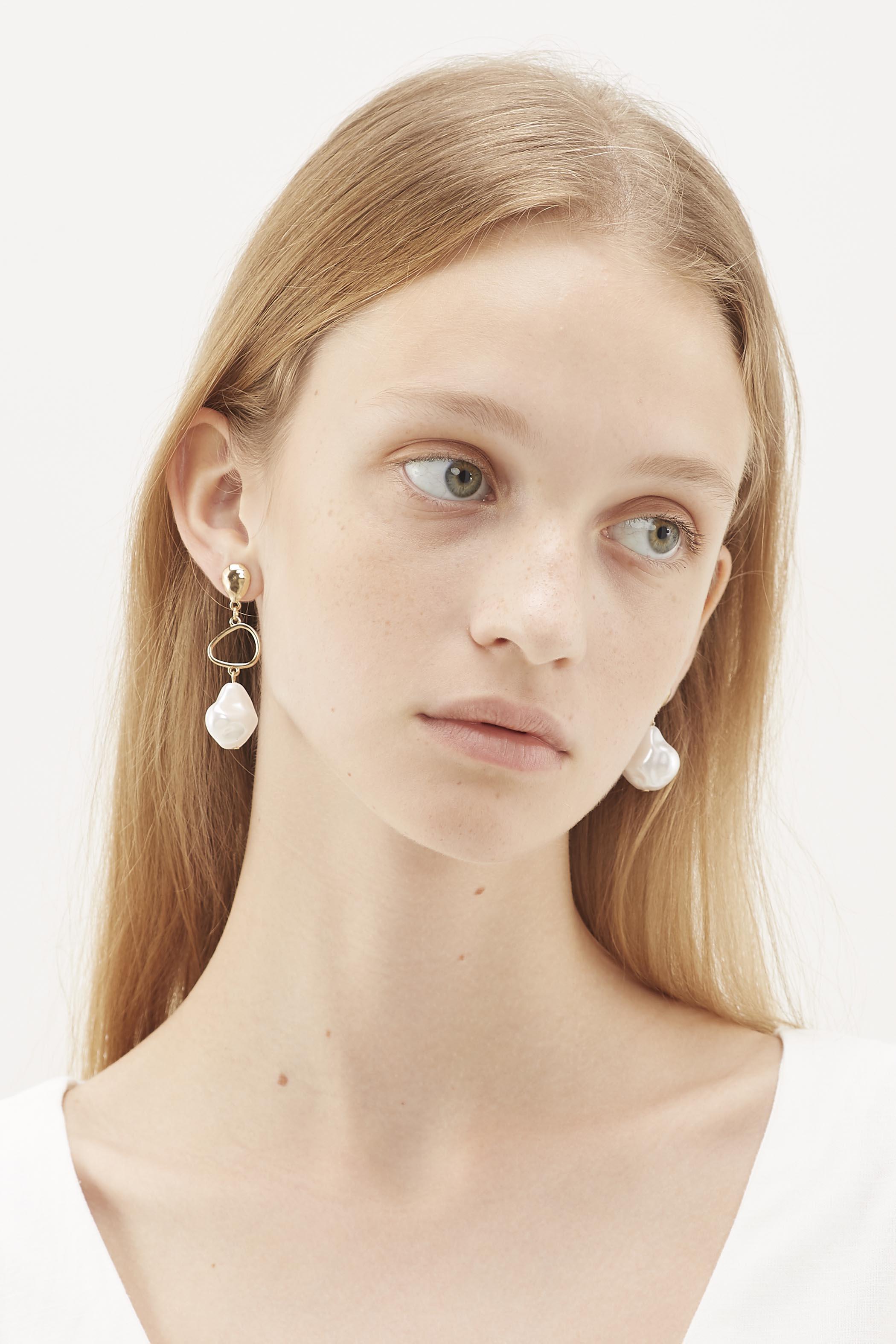 Tyrelle Drop Pearl Earrings