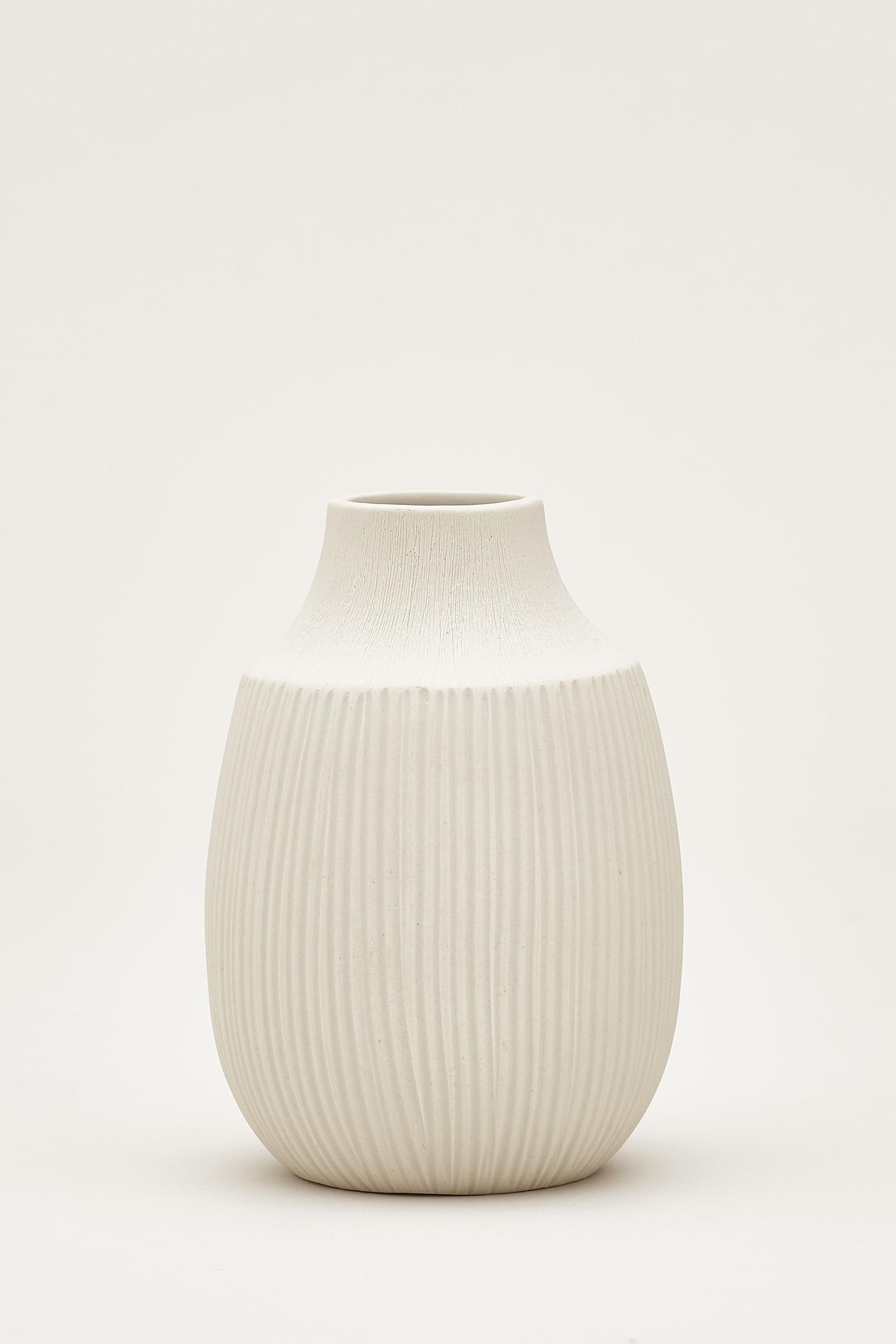 Kiro Embossed-Line Ceramic Vase