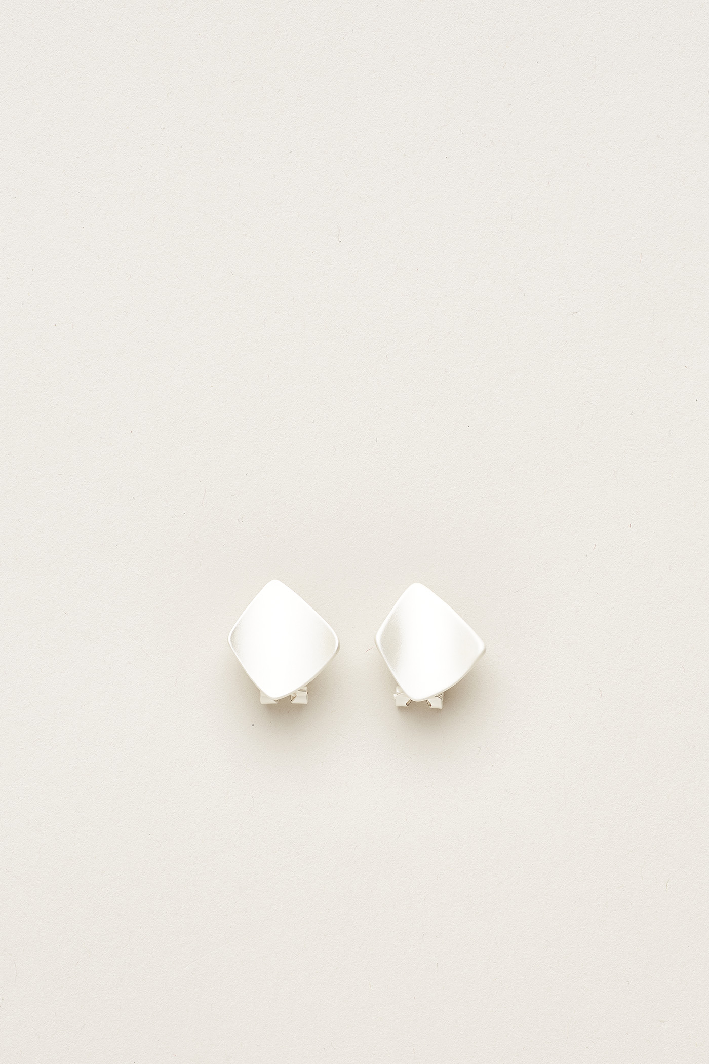 Titus Curved Disc Ear Studs