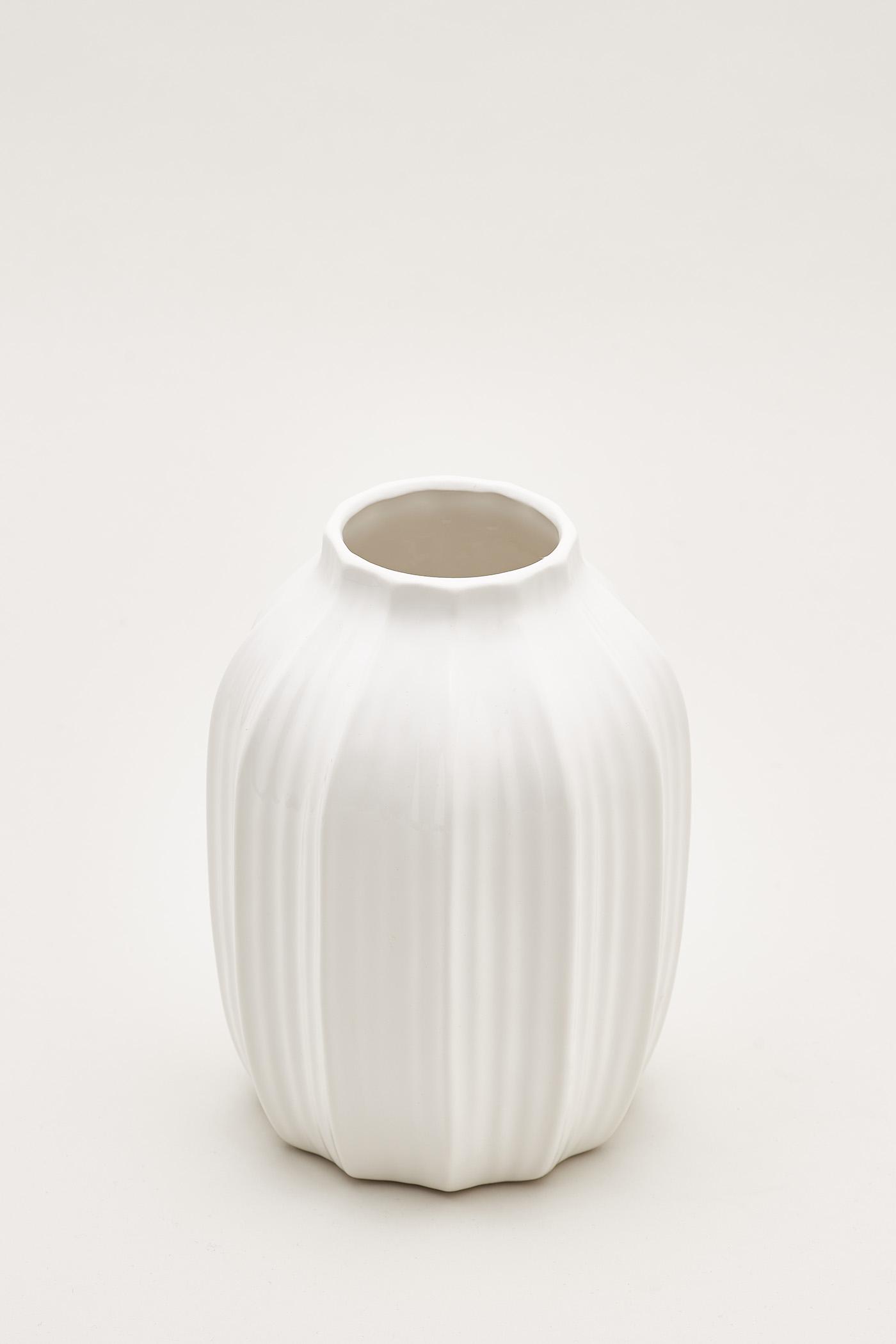 Gustav Vertical Furrow Round Vase