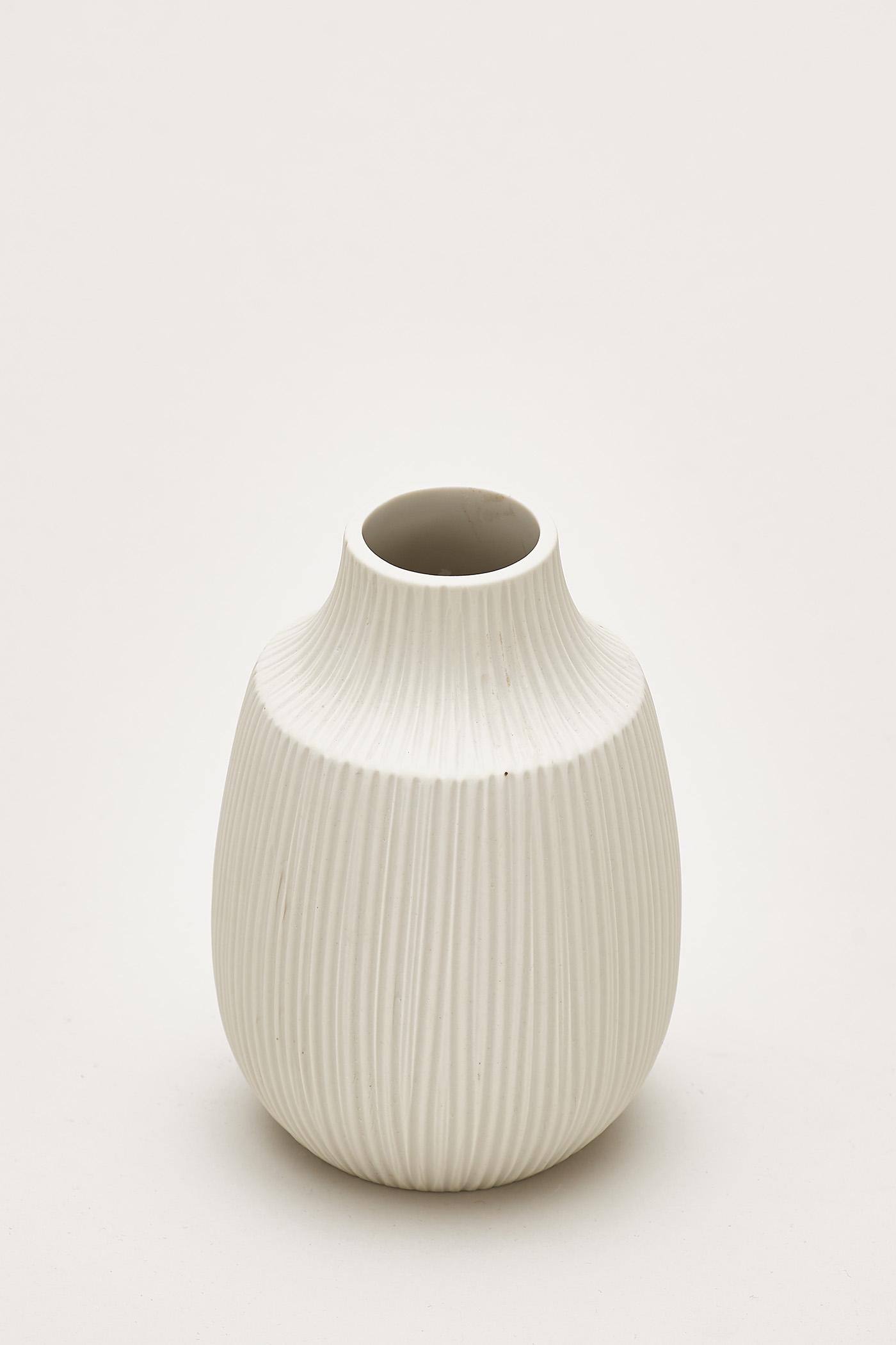 Hiro Embossed-Line Ceramic Vase