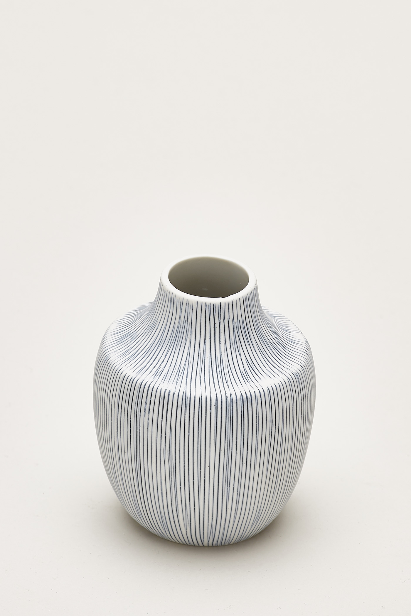 Hiro Lined Small Ceramic Vase