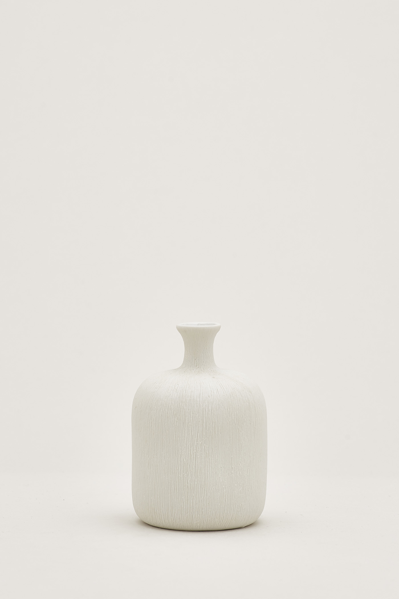 Tana Hairline-Etched Ceramic Vase