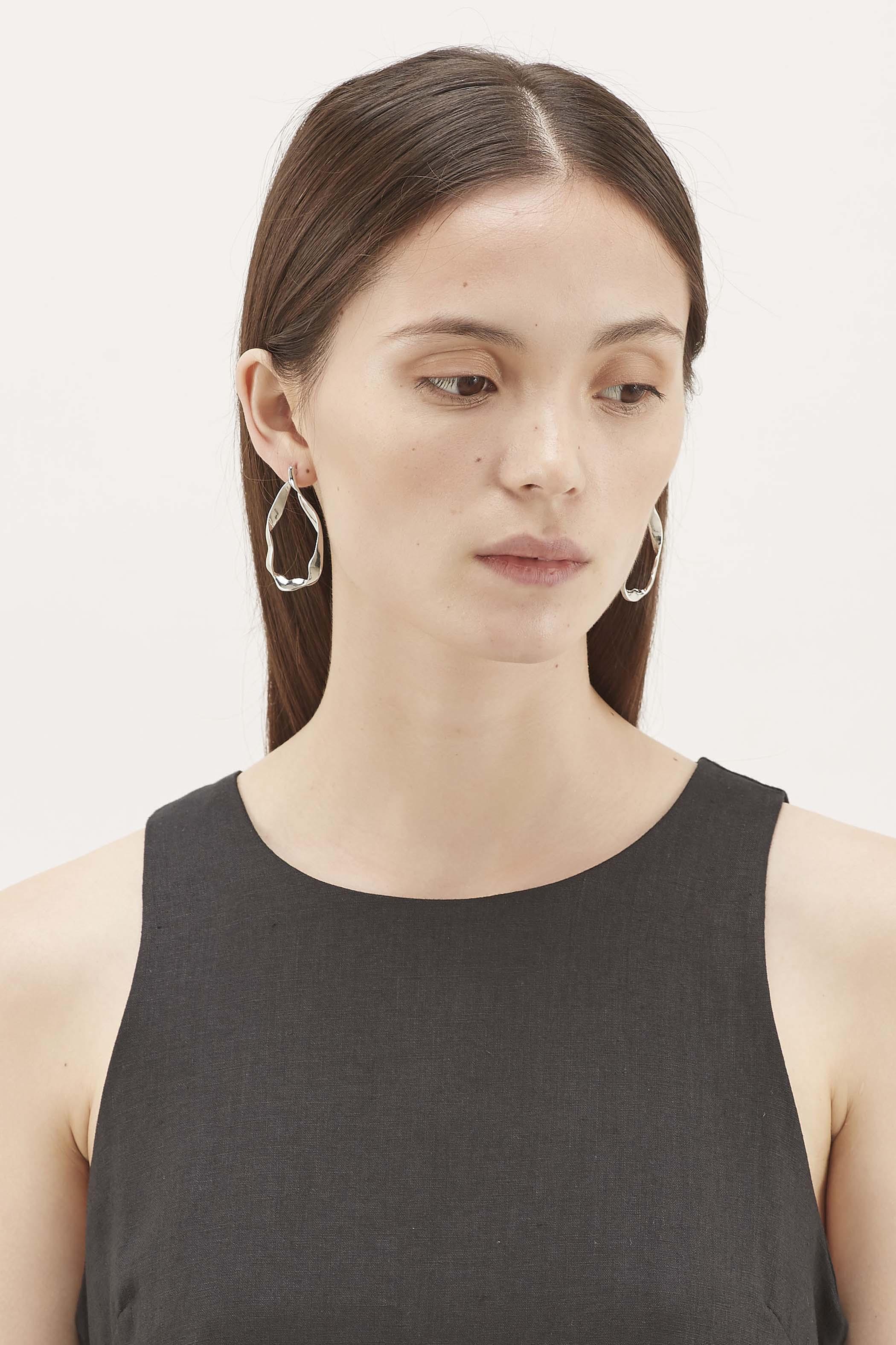 Aislinn Wave Hoop Earrings