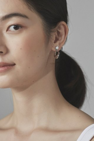 Lisa Drop Earrings