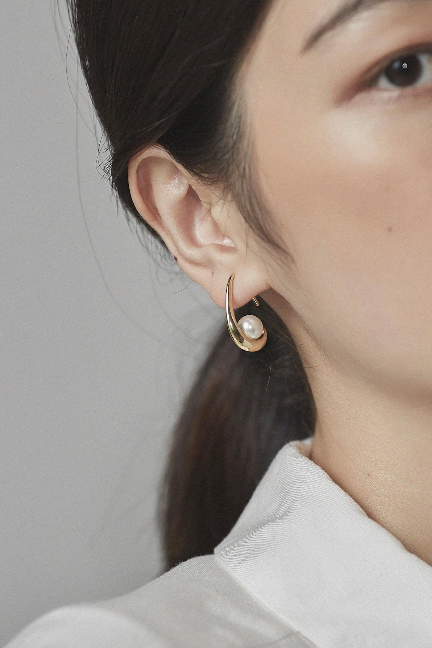 Fae Pearl Earrings
