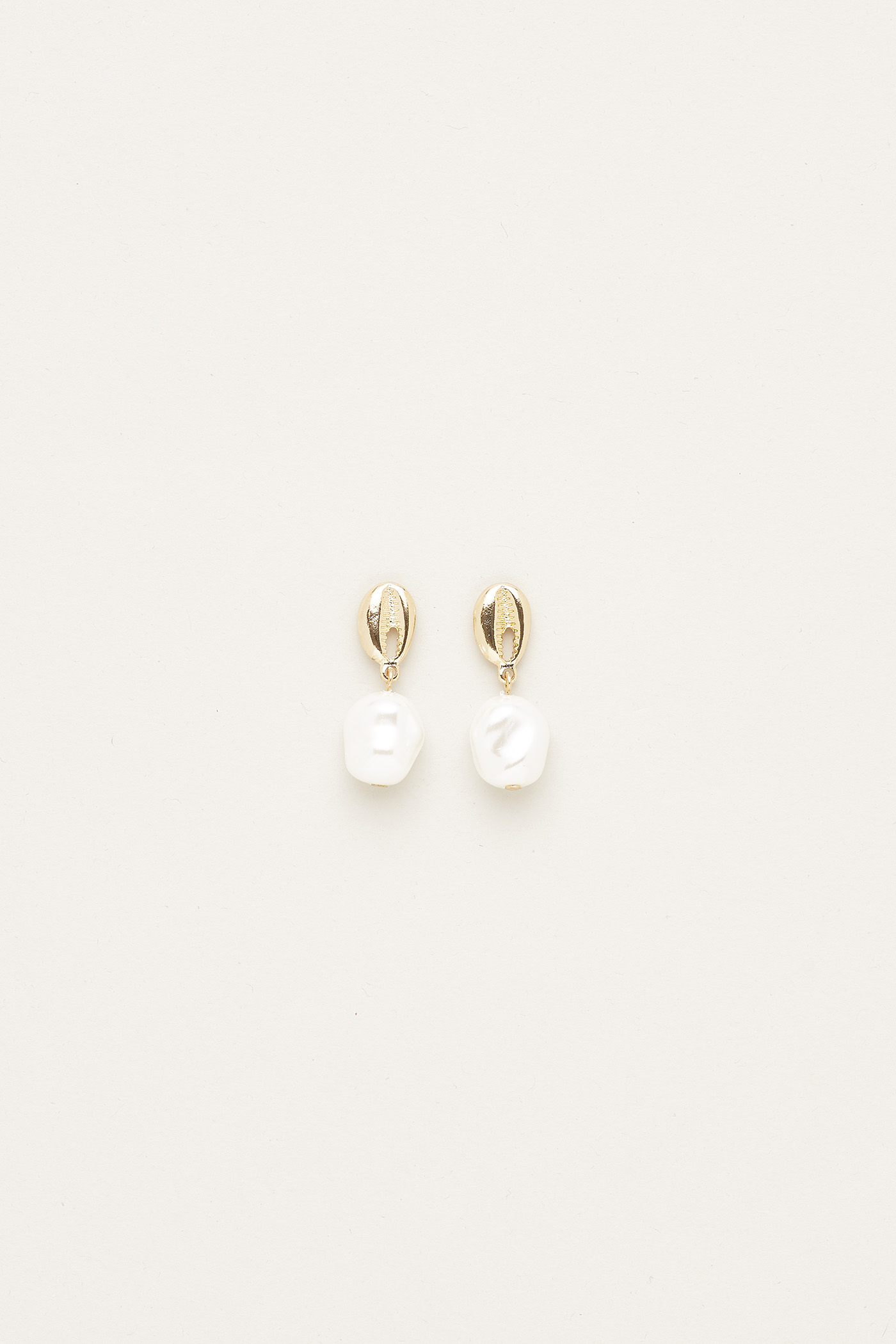 Lizzy Pearl Drop Earrings