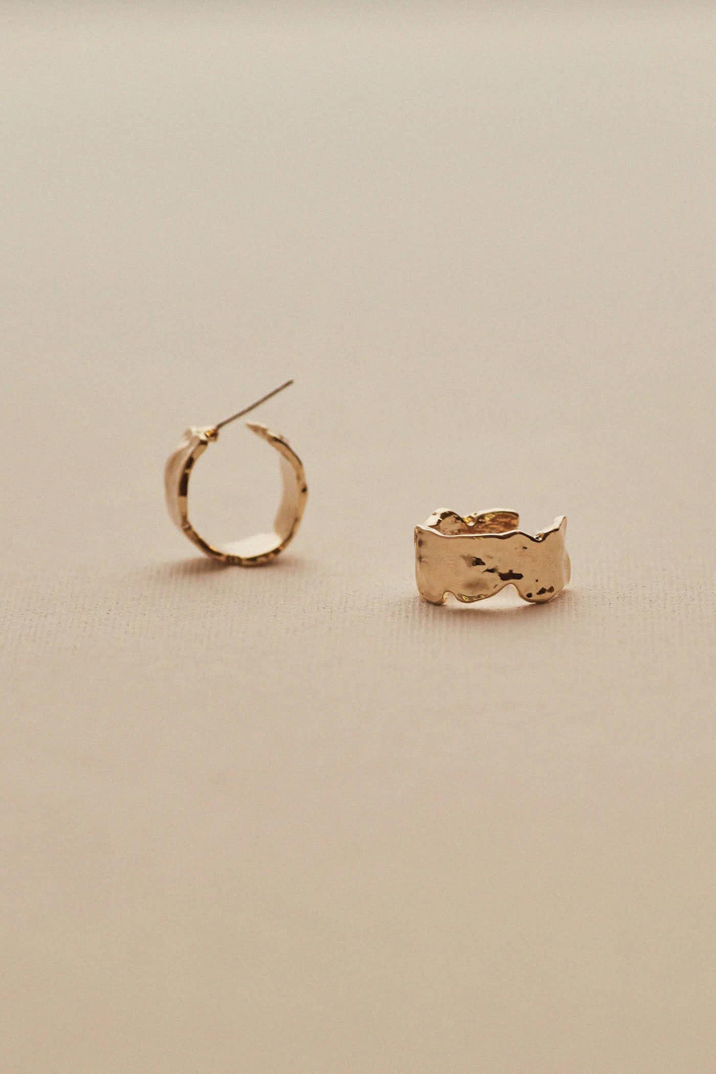 Lois Hoop Earrings