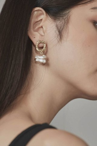 Esther Pearl Earrings
