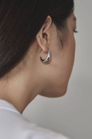 Isabel Curve Earrings