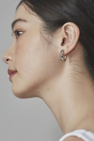 Naobi Curve Earrings