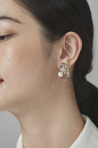 Sanjay Pearl Earrings