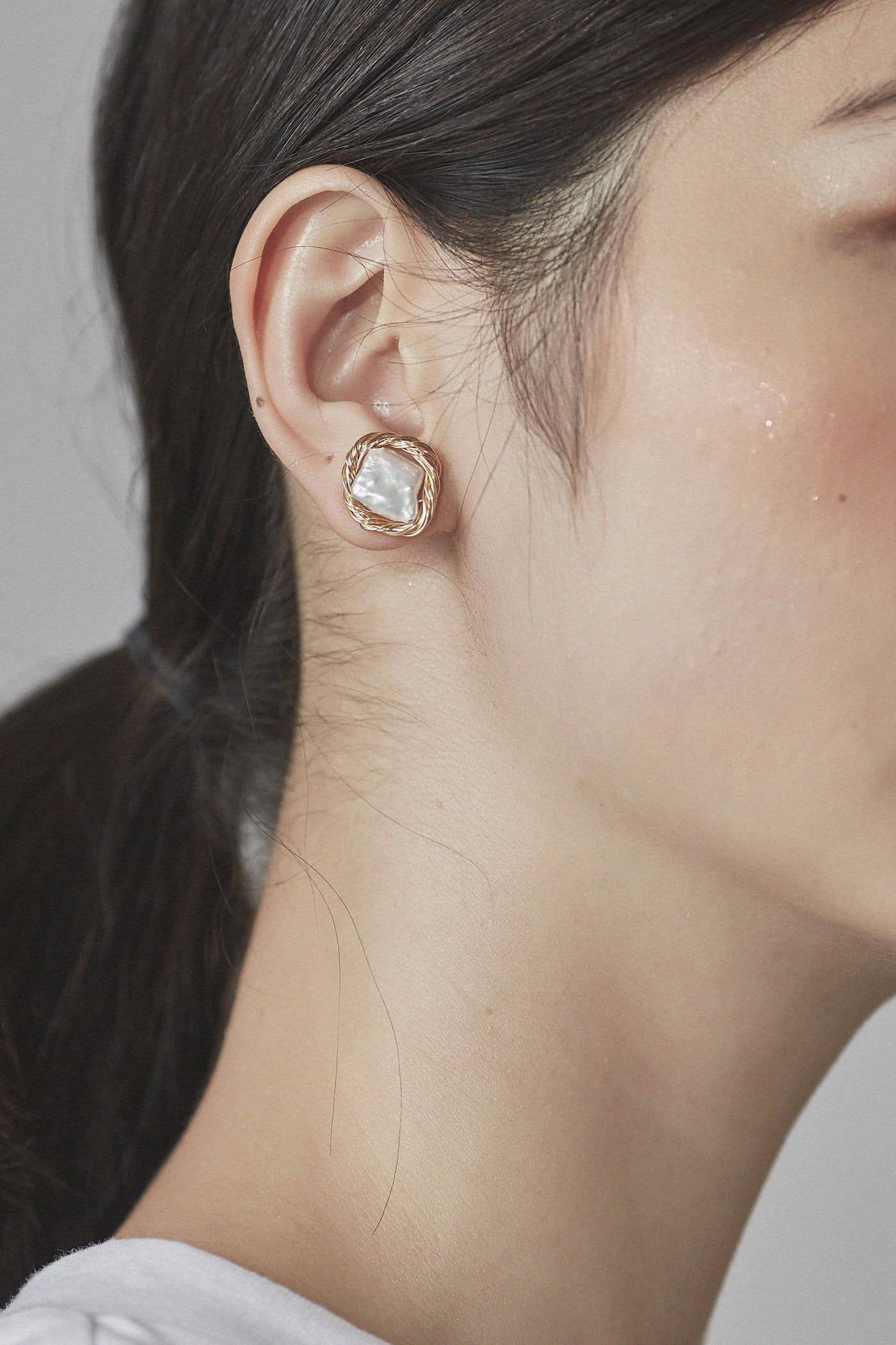 Diosa Studs Earrings