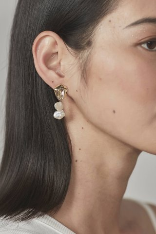Joana Pearl Earrings