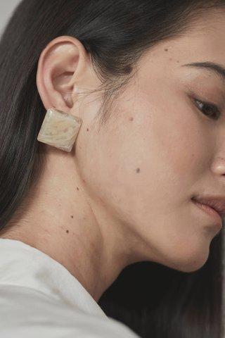 Mia Square Ear Studs