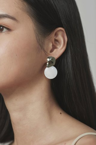 Zoen Drop Earrings