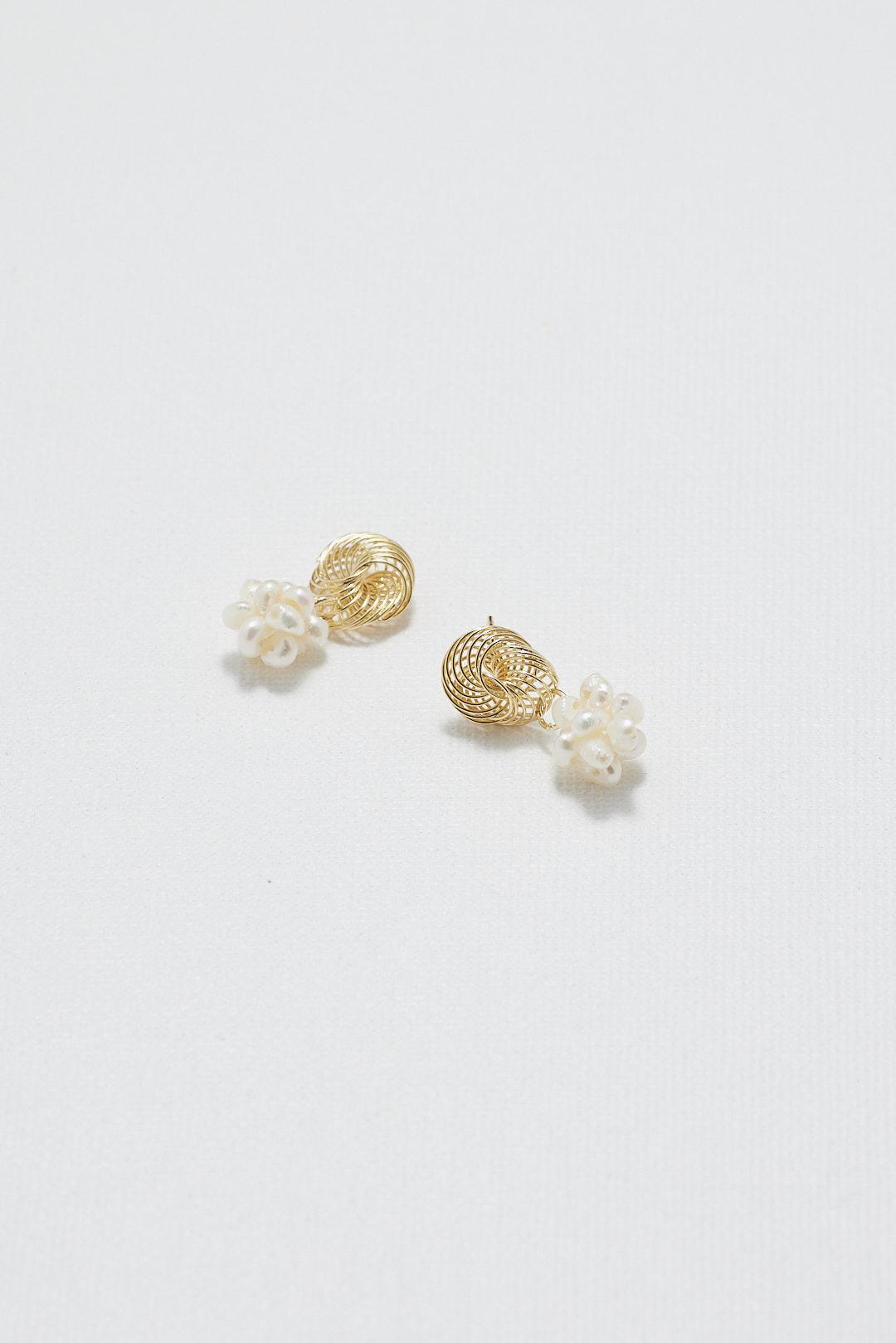 Amiela Pearl Earring