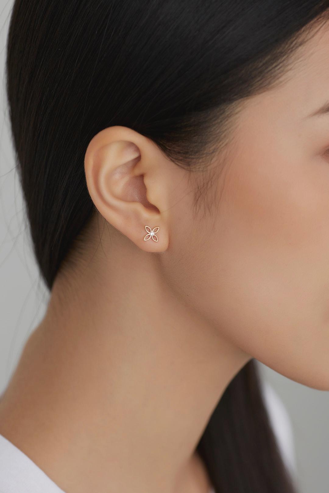 Amora Ear Studs